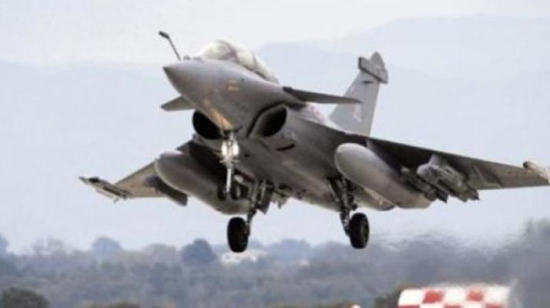 Experience has made Indians too cynical to accept at face value the official plea that the confidentiality clause in the Rafale agreement bars the buyer and the seller from talking about the pricing and forbids the government to reveal details about defence deals. (Representational image)