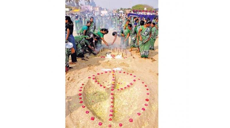 Relatives and family members pay tributes to the victims of tsunami at Marina beach near Pattinapakkam on Wednesday.DC