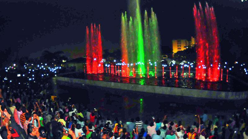 People enjoy the musical fountain inside the Vuda Central Park in Visakhapatnam on Monday.  (Photo: DECCAN CHRONICLE)