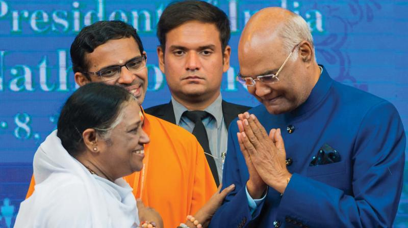 President Ram Nath Kovind greets Matha Amritanandamayi after inaugurating Jeevamritam, a drinking water filtration project initiated by Matha Amritanandamayi Math to supply water to 5,000 villages. (Photo: DECCAN CHRONICLE)