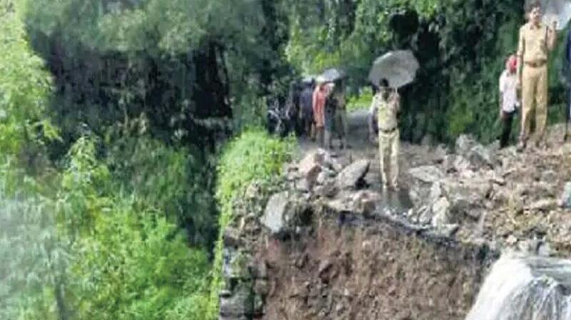 Police, fire personnel at the site of landslide in Kakkayam.	(Photo: DC)