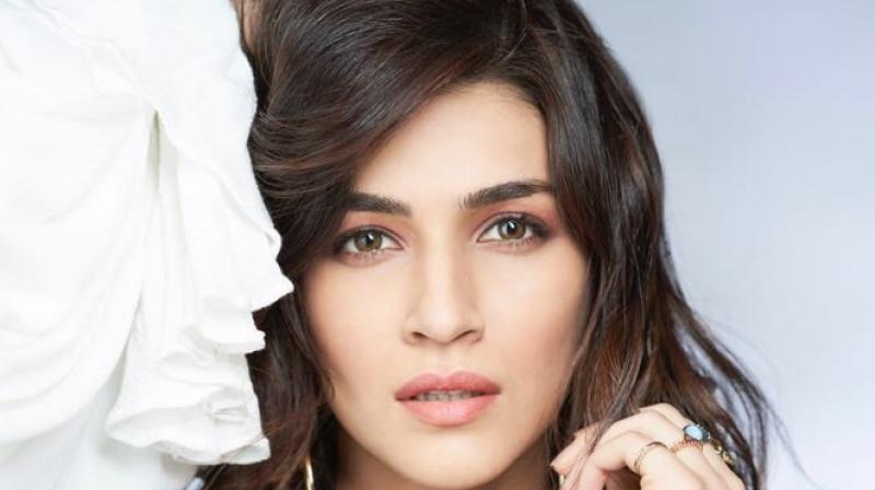 kriti sanon gets books on her film sets but is away from reading