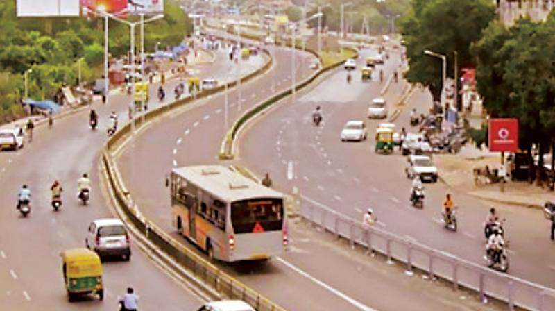The far-left lane of the carriageway will now be dedicated entirely to BMTC buses. There are minor hassles to sort out, including the installation of metal bollards by the BBMP, which will prevent other vehicles from entering the bus lane.