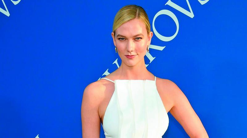 Karlie Kloss Finally Shares First Photo Of Her Colossal Engagement Ring