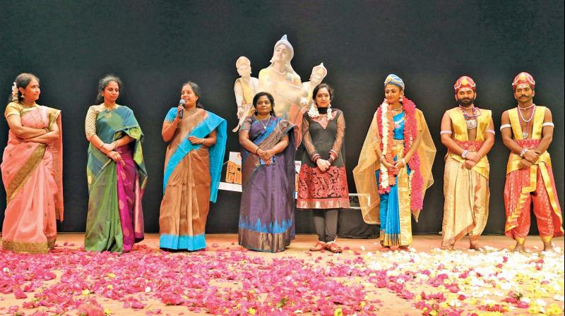 Vanathi Srinivasan, Tamizhisai Soundarrajan and Tamizhachi Thangapandian (third, fourth and fifth from left respectively) at the event