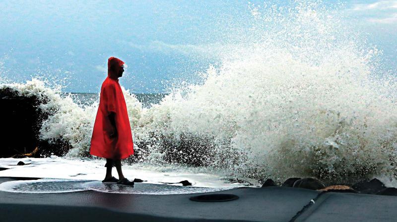 High waves batter coastline in Chellanam on Thursday.(Photo: ARUN CHANDRABOSE)