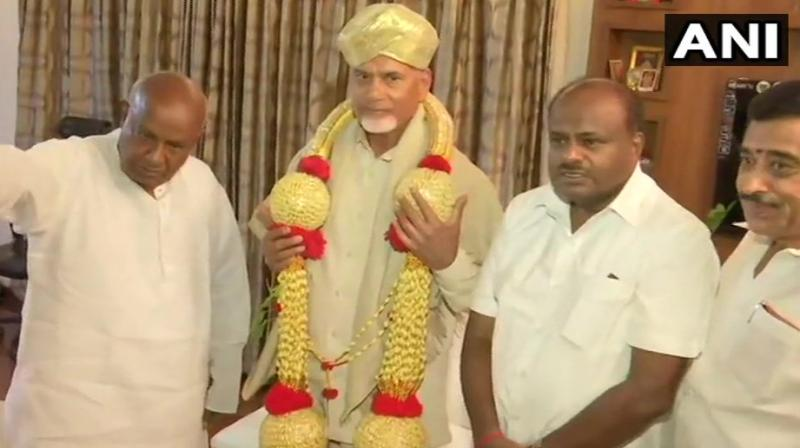 Chandrababu Naidu Tuesday met former prime minister and JDS supremo H D Deve Gowda as part of his efforts to mobilise opposition parties on the controversy over alleged manipulation of EVMs. (Photo: ANI).