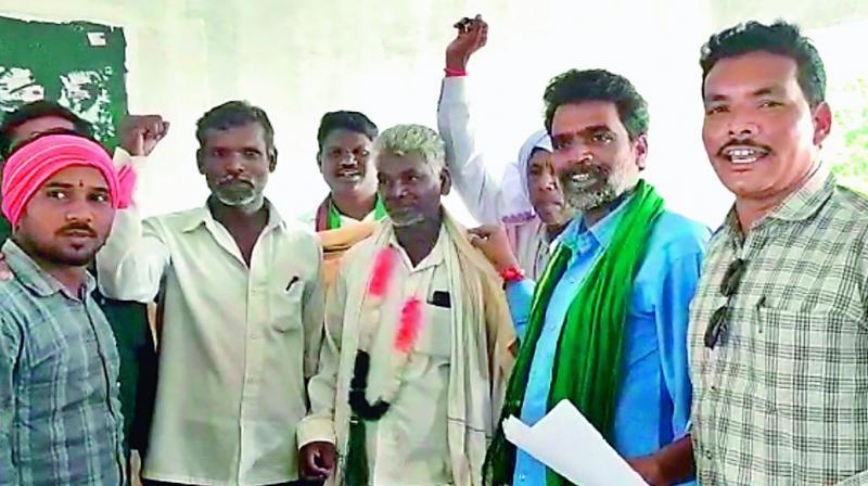 Adivasis of Marlavai felicitate Jugnak Devu who gave up liquor consumption and has been leading a respectable life in Jainoor mandal in Kumarambheem Asifabad district. (Photo: DC)