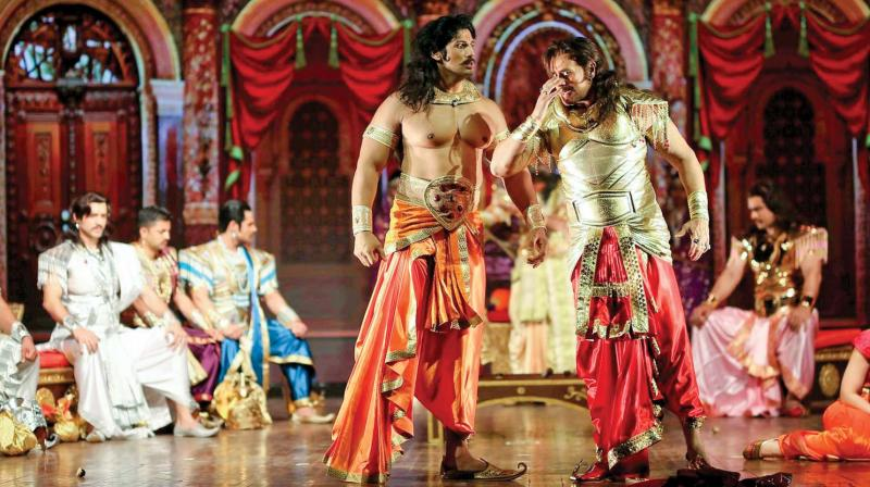 The play speaks about the human side of Duryodhana's rock solid bond of friendship with Karan as well as his relationship with the elders of the Kuru clan and Draupadi.