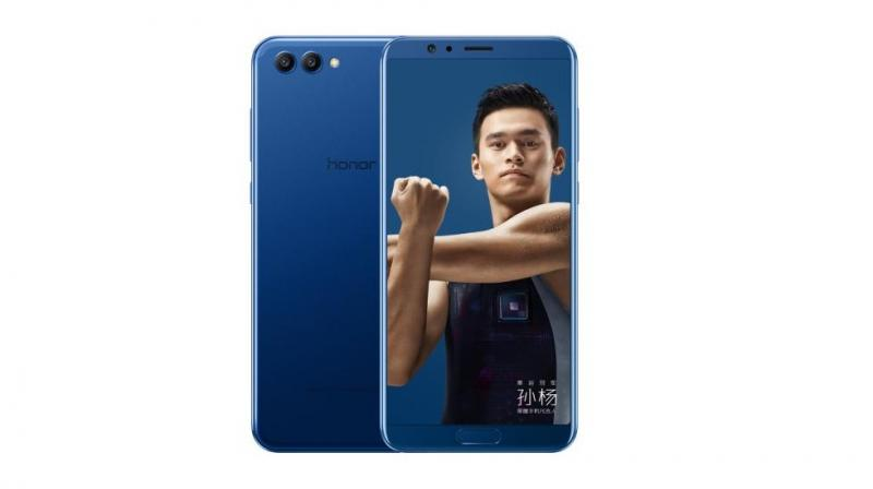 Up front, the phone comes with a 5.99-inch FullView display with 1080x2160 resolution and 18:9 aspect ratio. It's an LCD unit unlike the AMOLED one on the Mate 10. Photo: Honor