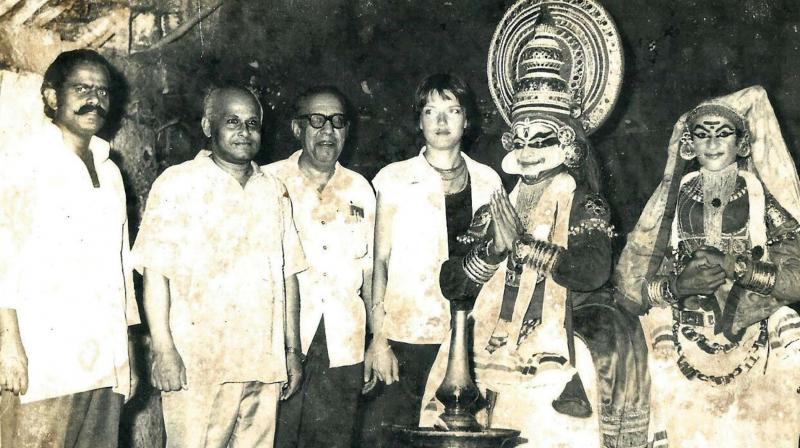 P.K.Devan (Extreme left) with guests and artistes.