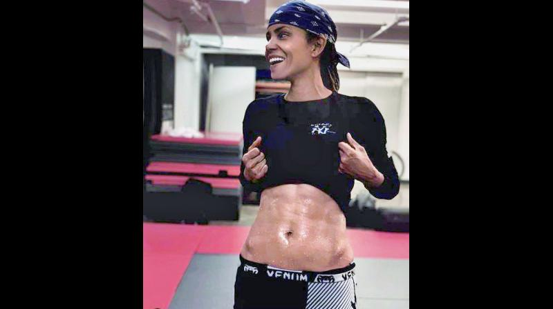 Actress Halle Berry flaunts her six-pack abs.