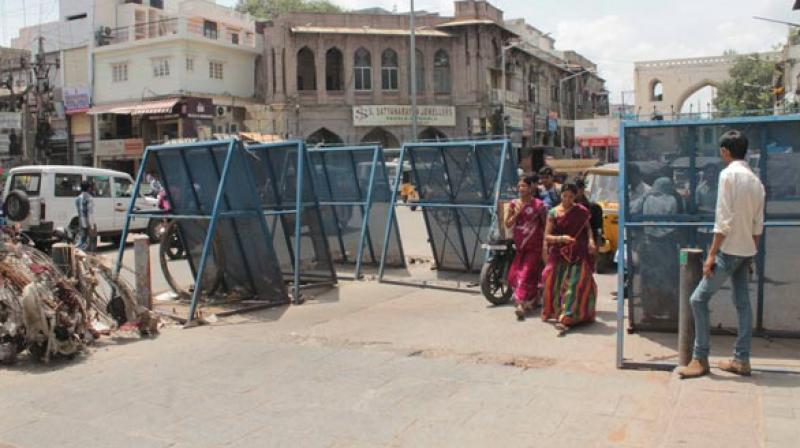 The Sultan Bazaar Traders Association has threatened to shut all the shops and stage a dharna if the barricades placed by the traffic police are not removed. (Representational image)