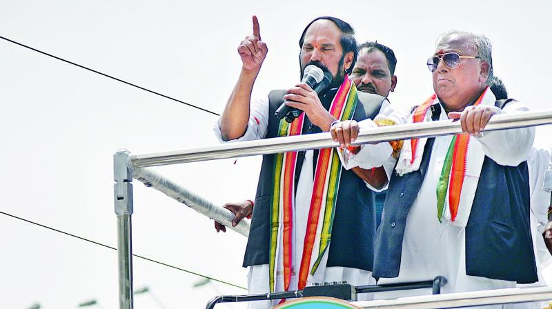 TPCC chief N. Uttam Kumar Reddy speaks during the launch of Congress rath yathra with ex-MP V.H. Hanumantha Rao at Gunpark on Thursday. (Photo:S. Surender Reddy)