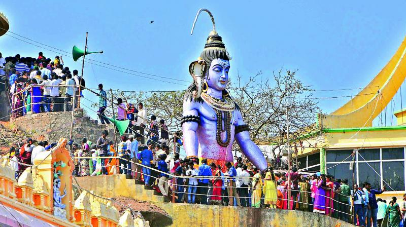 Devotees throng the hilltop Trikoteswara Swamy temple at Kotappakonda in Guntur district on Friday for a darshan to mark the Maha Sivaratri. (Photo: DC)