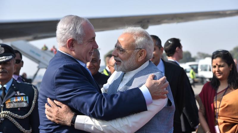 Prime Minister Narendra Modi receives Israeli Prime Minister Benjamin Netanyahu at Delhi Airport. (Photo: Twitter | @narendramodi)