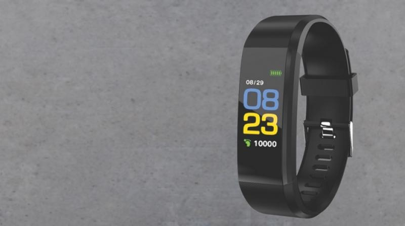 Priced for Rs 1999 Pebble Kardio Fitness Band, being IPX67 waterproof brings the right motivation to keep you longer on ground.