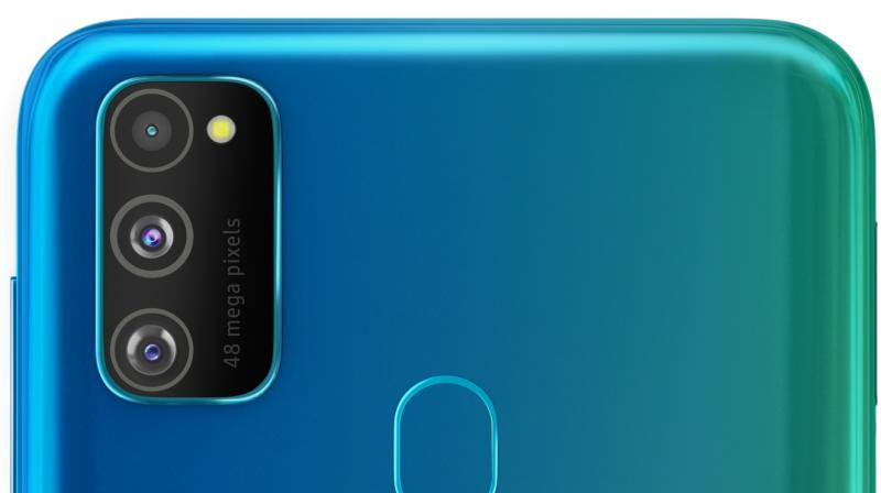 Despite packing in a 6,000 mAh battery, Galaxy M30s is just 8.9mm thick and weighs only 188 grams.