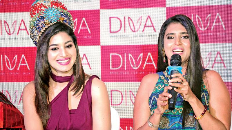 Actor Kasthuri is speaking at inauguration of Diva, in Coimbatore. (DC)