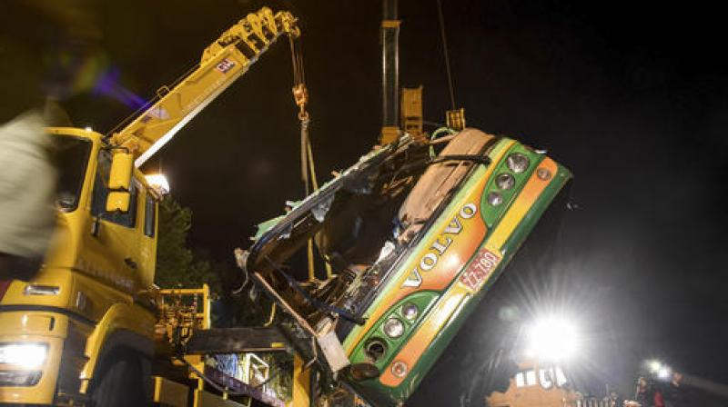 The wreckage of a crashed tourist bus is lifted on a highway in Taipei, Taiwan. (Photo: AP)