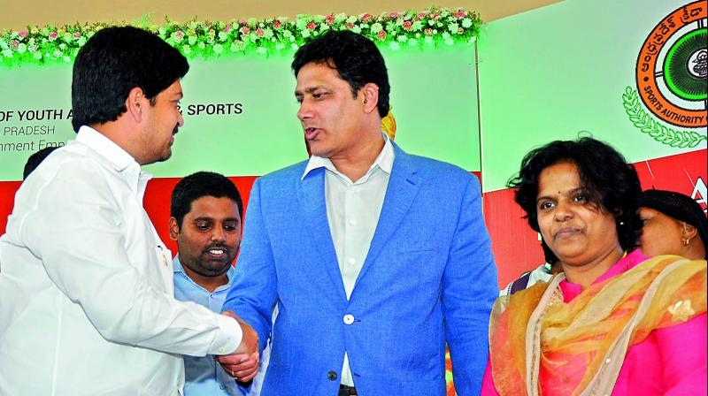 Minister Kollu Ravindra interacts with former cricketer Anil Kumble at Swami Vivekananda's birth anniversary celebrations in Vijayawada on Friday. (Photo: DC)