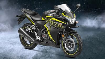 There are many sports bikes currently on sale from various manufacturers starting from 1 Lakh. The most popular products under this bracket are the Suzuki Hayabusa, Kawasaki Ninja H2 SX, MV Agusta Brutale and Ducati Panigale V4. To know more about the latest prices of sports bikes in your city, offers, variants, specifications, pictures, mileage, reviews and other details from the list below. (Source: Bike Dekho.com)