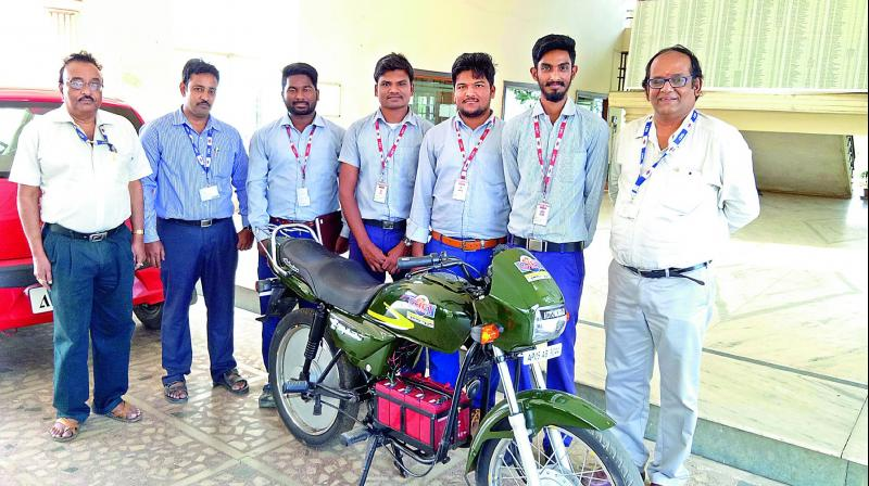 Rajahmundry: Engineering students develop electric bike