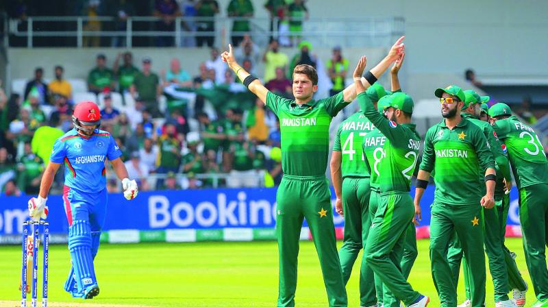 Pakistan's Shaheen Shah Afridi (centre) celebrates with teammates after the dismissal of Afghanistan captain Gulbadin Naib in their group stage match at Headingley in Leeds on Saturday.(Photo: AFP)