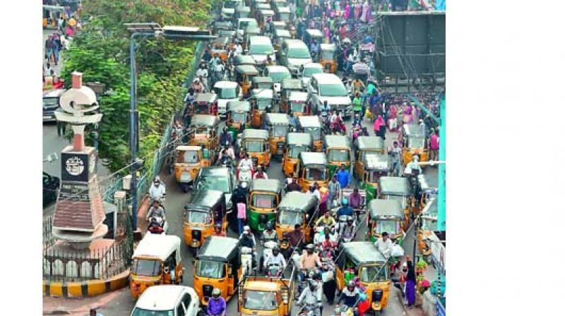 A view of the traffic jam from Medina X road till Charminar due to high tourist turnout from different parts of the city  (Photo: Style Photo Service)