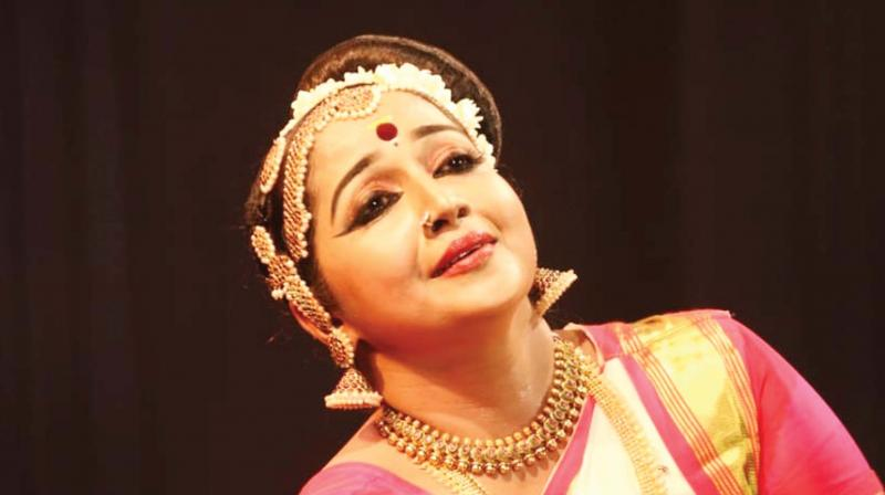 The festival is organised by Kalandhika  Cultural  Society  in  association  with  Kalandhika  School  of  Dance, founded by Mohiniyattom  performer  Dr. Mini  Pramod, a student  of renowned dancer  Kalamandalam  Kshemavathy.