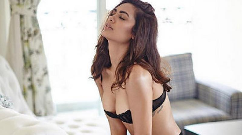 Esha Gupta is on a roll these days, she's dropping bombs on the social media with her steamy and sizzling pictures.