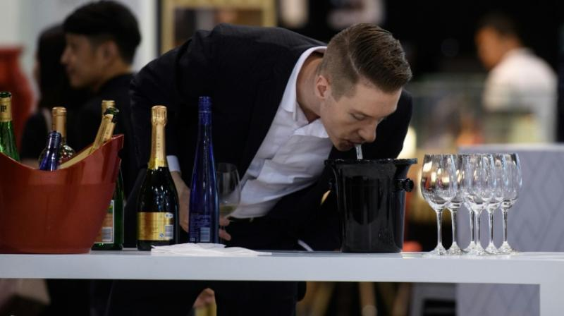 For all that, consumer groups are demanding that more down-to-earth information be included on a wine's label. (Photo: AFP)