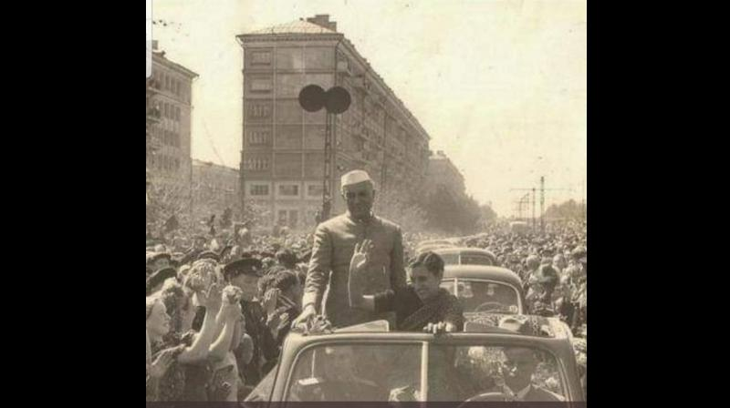 Tharoor shared a photo of India's first Prime Minister's Jawaharlal Nehru and his daughter Indira Gandhi's mega reception abroad in the 1950s. (Photo: Twitter)