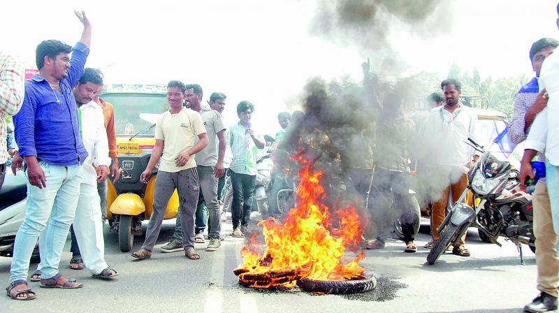 Activists burn tyres during AP bandh call given by Left parties and supported by the Congress and YSR Congress in Anantapur on Thursday. (Photo: DC)