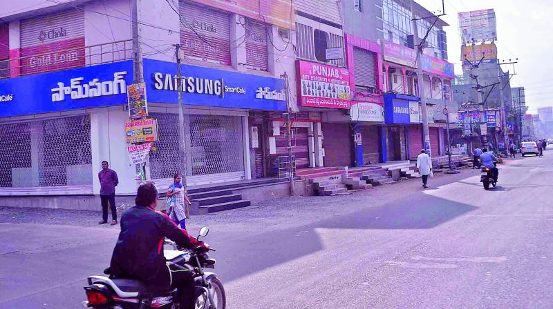 Commercial establishments voluntarily remained closed observing all-party bandh against the poor allocation of funds in Budget, in Guntur on Thursday.