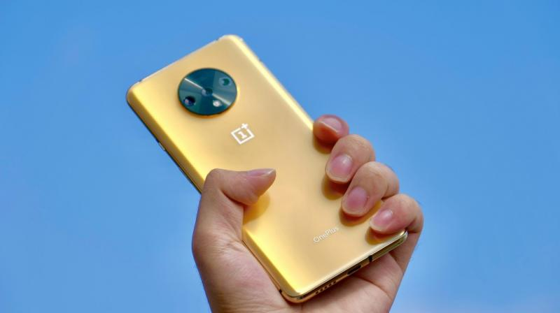 According to Ran, OnePlus went through dozens of colours before settling on the Blue and Grey.