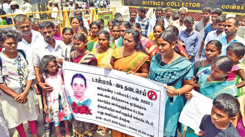 Residents protest against wine shop in Coimbatore.