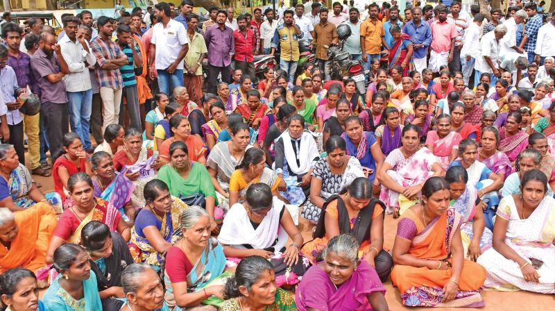 A section Sri Lankan Tamils residing in the Sri Lankan Tamil refugees camps in and around Tiruchy presented a memorandum to the collector seeking Indian citizenship for them.