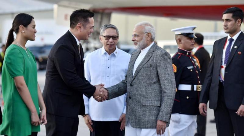Prime Minister Narendra Modi being welcomed on his arrival in Manila to attend the ASEAN.