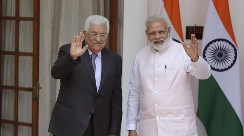 Narendra Modi (R), the first Indian Prime Minister to visit Palestine, is reaching Ramallah on Saturday amid heightened tensions. (Photo: AP)