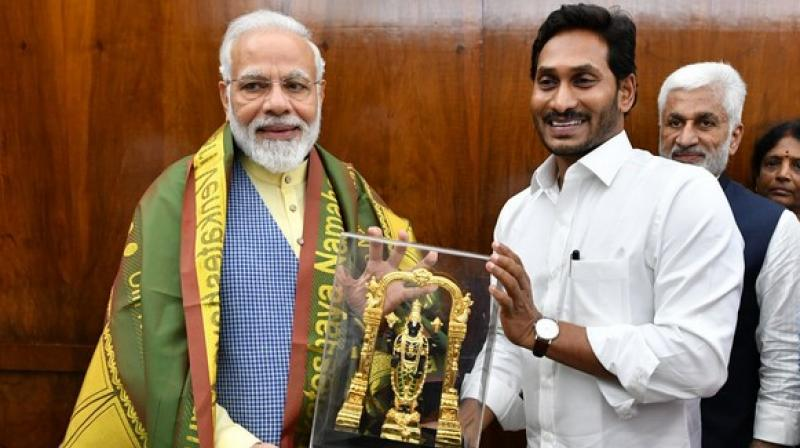Chief Minister Reddy also explained about the water problems in the state and asked to interlink Godavari and Krishna rivers. (Photo: ANI)