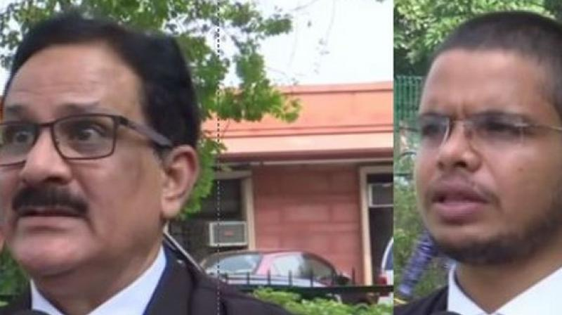 (left) Lawyer of Sunni Waqf Board Syed Shahid Rizvi and advocate Karunesh Shukla, who represented Mahant Dharam Da (right) (Photo: ANI)