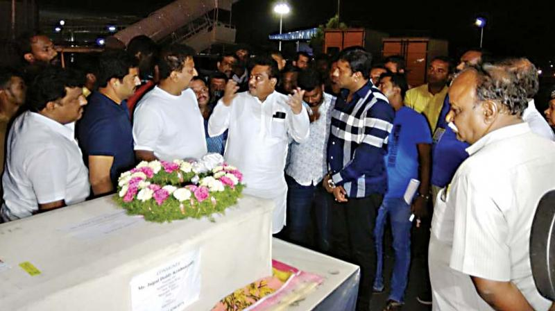 The bodies of Nagaraj Shetty and Pala Ramakrishnappa, victims of the Easter Sunday blasts in Sri Lanka, being received at KIA, Bengaluru, by Home Minister M.B. Patil and MLA Vishwanath on Tuesday  (Photo: R. Samuel)