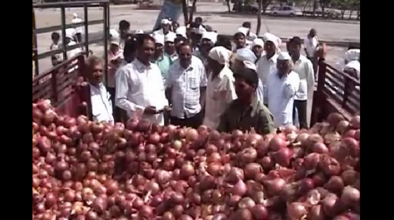 The retail price of onion shot up to Rs 70 per kilogram in the national capital due to a reduced supply of the crop owing to incessant rains and floods in many parts of the country. (Photo: ANI)