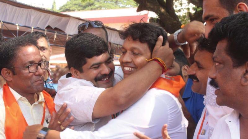 MLAs Vedavyas Kamath and Bharath Shetty celebrate as BJP wins Mangaluru City Corporation polls on Thursday. (Photo: DC)
