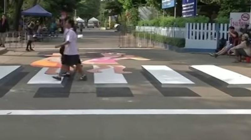 The zebra crossing outside the main entrance to Wat Bueng Thong Lang school on the outskirts of Bangkok, was painted by students and volunteers. (Photo: Screengrab)