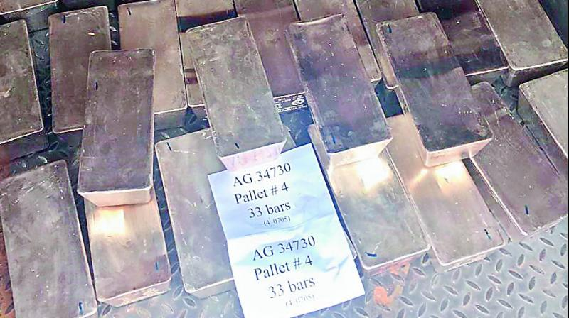 The consignment of silver belonging to Ratnakar Bank Limited that was seized by the police.