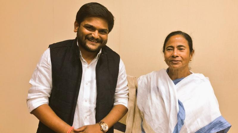 Equating West Bengal Chief Minister Mamata Banerjee (R) to India's former prime minister Indira Gandhi, PAAS chief Hardik Patel (L) said he has never seen such a feisty leader. (Photo: Twitter | @HardikPatel_)