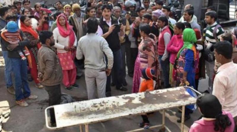 No Aadhaar, Gurgaon hospital turns away woman, she gives birth right outside