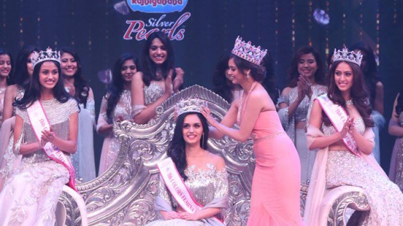 Miss India Manushi Chhillar being crowned (Photo: Twitter)